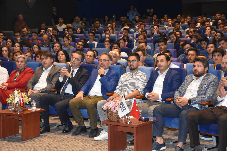 UTSO'NUN 2 GÜN SÜRECEK OLAN 'E-TİCARET ZİRVESİ' BAŞLADI